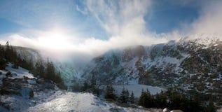 Paesaggio delle montagne di inverno fotografia stock libera da diritti