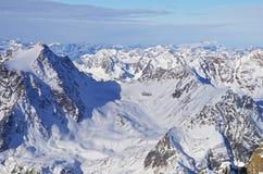 Paesaggio delle montagne di Snowy Immagini Stock Libere da Diritti