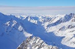 Paesaggio delle montagne di Snowy Immagini Stock