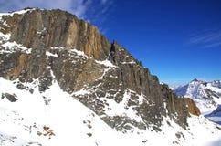 Paesaggio delle montagne di Snowy Fotografie Stock