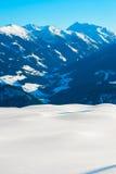 Paesaggio delle montagne nel tempo della neve di inverno Fotografie Stock