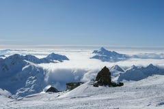 Paesaggio delle montagne sul Caucaso del nord Immagine Stock