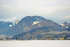 Paesaggio delle montagne svizzere nell'inverno Fotografia Stock Libera da Diritti