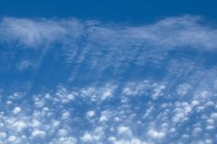 Paesaggio delle nuvole di cirrocumulo con le nuvole gonfie Fotografia Stock Libera da Diritti