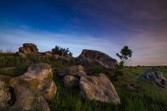Paesaggio delle pietre di notte immagini stock libere da diritti