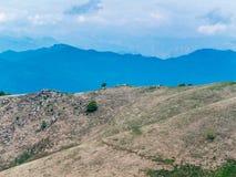 Paesaggio delle pre-alpi piemontesi, Mottarone, Italia della montagna Fotografie Stock Libere da Diritti