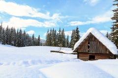Paesaggio dello Snowy nelle montagne Immagine Stock