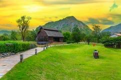 Paesaggio di agricoltura con il vecchio granaio Fotografia Stock