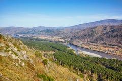 Paesaggio di Altai con il fiume Katun Immagini Stock Libere da Diritti