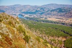 Paesaggio di Altai con il fiume Katun Fotografia Stock
