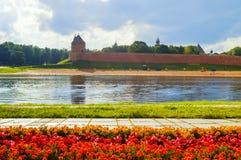 Paesaggio di architettura del Cremlino di Novgorod e regione dell'acqua del fiume di Volchov, Veliky Novgorod, Russia Fotografie Stock Libere da Diritti
