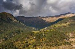 Paesaggio di autunno con la montagna in Val Martello, southtyrol, Italia Immagini Stock