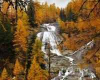 Paesaggio di autunno delle alpi e cascata 3 Fotografia Stock