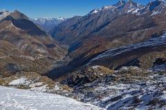 Paesaggio di autunno delle alpi svizzere e di Zermatt Immagini Stock