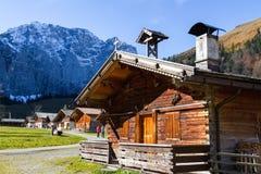 Paesaggio di autunno di Engalm con l'inglese alpino di Almdorf del villaggio, Austria, Tirolo Immagine Stock