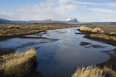 Paesaggio di autunno in Islanda con un fiume Fotografie Stock Libere da Diritti