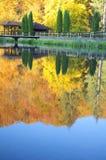 Paesaggio di autunno nel lago immagini stock