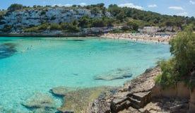 Paesaggio di bella baia di Mas dell'en del ` di Cala Estany d con un mare meraviglioso del turchese, Cala Romantica, Oporto Crist fotografie stock libere da diritti