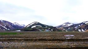 Paesaggio di bella montagna di estate al Mannalaugar archivi video