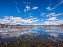 Paesaggio di belle riflessioni del lago e della nuvola Napa Fotografie Stock Libere da Diritti