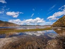 Paesaggio di belle riflessioni del lago e della nuvola Napa Immagine Stock