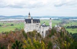 Paesaggio di bello castello famoso del Neuschwanstein fotografia stock