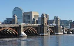 Paesaggio di Boston con il ponticello ed il fiume Immagini Stock