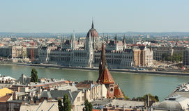 Paesaggio di Budapest con il Parlamento Fotografia Stock