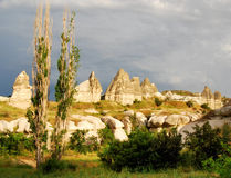 Paesaggio di Cappadocia con i camini leggiadramente Fotografie Stock Libere da Diritti