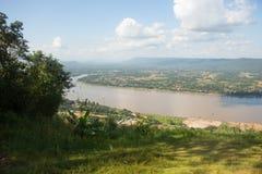Paesaggio di cielo blu sopra il fiume di Mae Khong in Tailandia Fotografia Stock