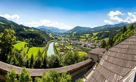 Paesaggio di estate in alpi austriache Immagine Stock