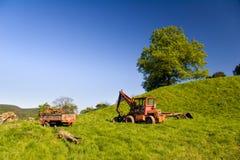 Paesaggio di estate con il trattore Fotografia Stock