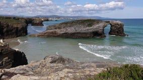 Paesaggio di estate della costa di Cantabric stock footage