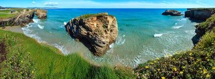 Paesaggio di estate della costa di Cantabric Fotografie Stock