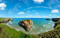 Paesaggio di estate della costa di Cantabric Fotografia Stock