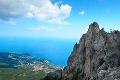 paesaggio di estate delle montagne e della costa Fotografia Stock