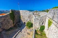 Paesaggio di estate nella vecchia città di Antivari della fortezza, Montenegro immagine stock