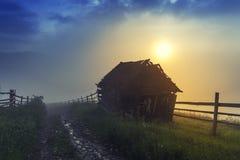 Paesaggio di ESTATE Paesino di montagna nei Carpathians ucraini Fotografia Stock Libera da Diritti