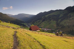 Paesaggio di estate sopra il villaggio Fotografia Stock Libera da Diritti