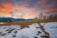 Paesaggio di fusione della neve nelle alpi bavaresi al tramonto Immagine Stock Libera da Diritti