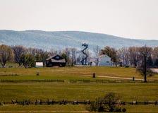 Paesaggio di Gettysburg con la torre di osservazione nel fondo immagini stock libere da diritti