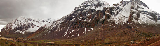 Paesaggio di grandi montagne immagine stock