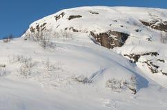 Paesaggio di inverno, cielo blu, colline Fotografie Stock Libere da Diritti