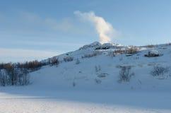 Paesaggio di inverno, cielo blu, colline Fotografia Stock