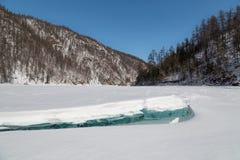 Paesaggio di inverno con banchisa nella priorità alta, Yakutia del sud Fotografia Stock