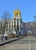 Paesaggio di inverno con il palazzo di Catherine Immagini Stock Libere da Diritti