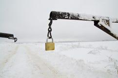 Paesaggio di inverno con la catena ed il lucchetto Fotografia Stock Libera da Diritti