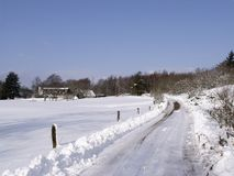 Paesaggio di inverno con la strada Fotografia Stock