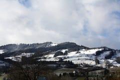 Paesaggio di inverno con le cime della neve delle alpi Fotografie Stock Libere da Diritti