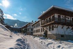 Paesaggio di inverno del monastero di Klisura, Bulgaria Fotografia Stock